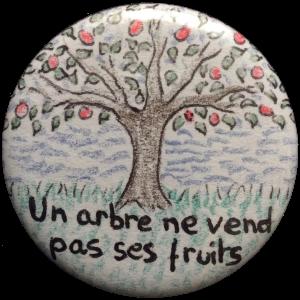 """Badge """"un arbre ne vend pas ses fruits"""""""